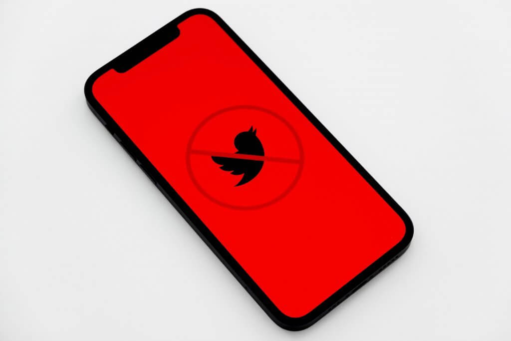 jeremy zero Nh1tBGgEcG4 unsplash Twitter: pronte misure contro le fake news 3 Baasbox